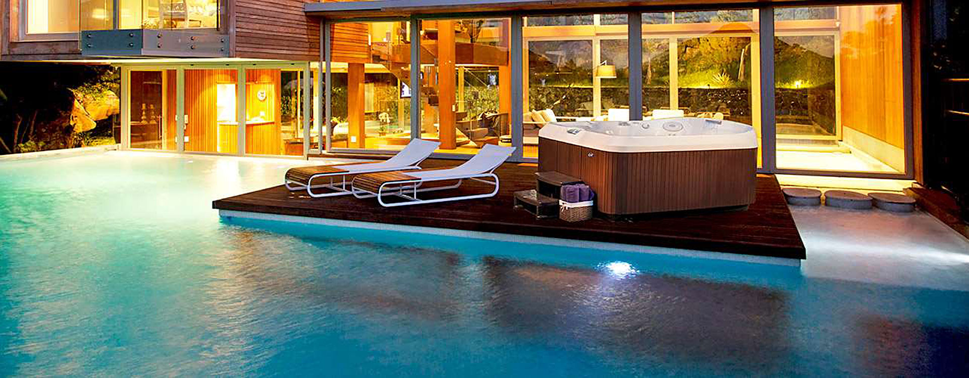 Paradise Pool and Spa Hot Tub